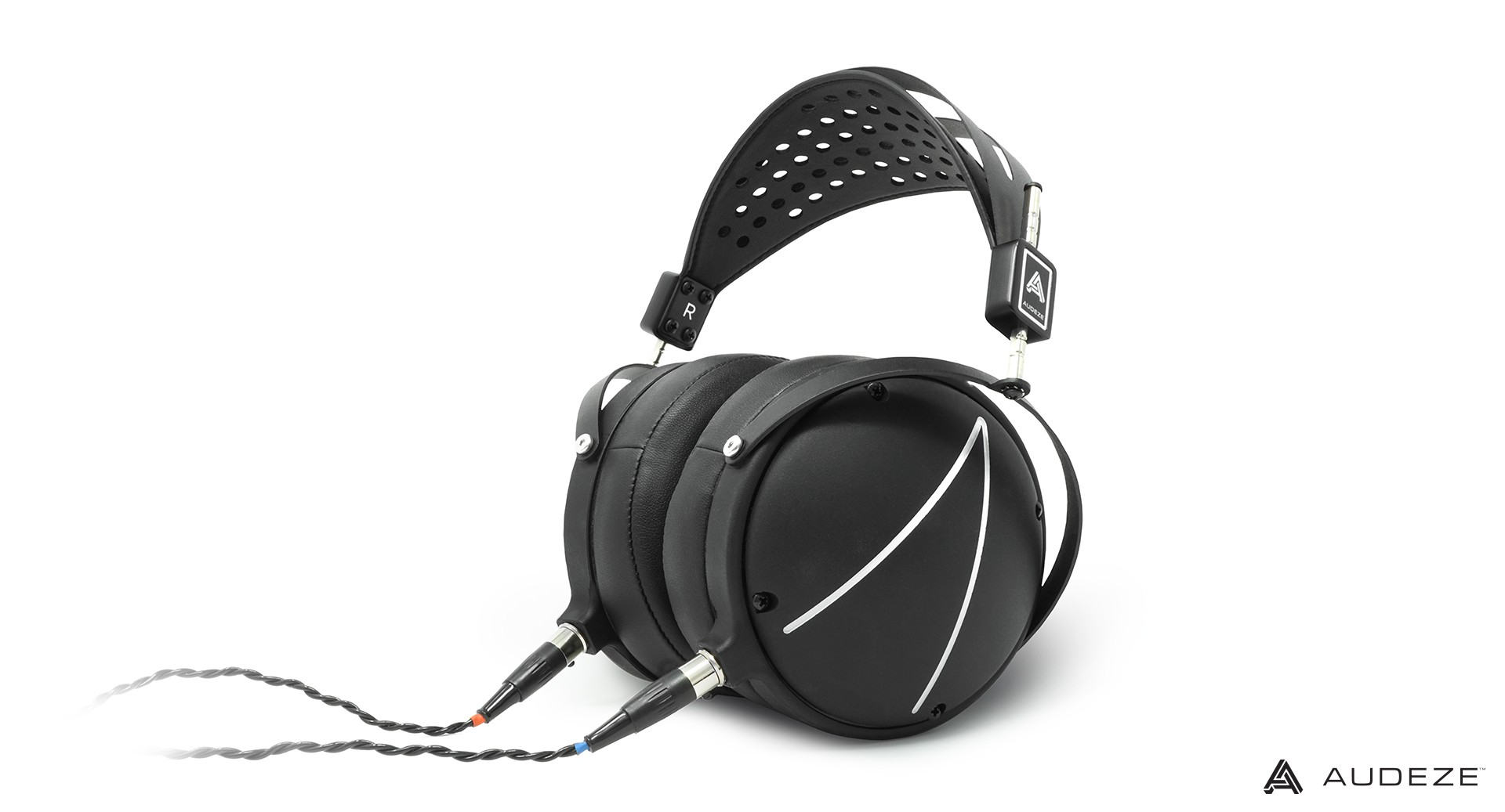 Audeze_LCD2_Closed-Back_ImageOnWhite2_Digital.jpg