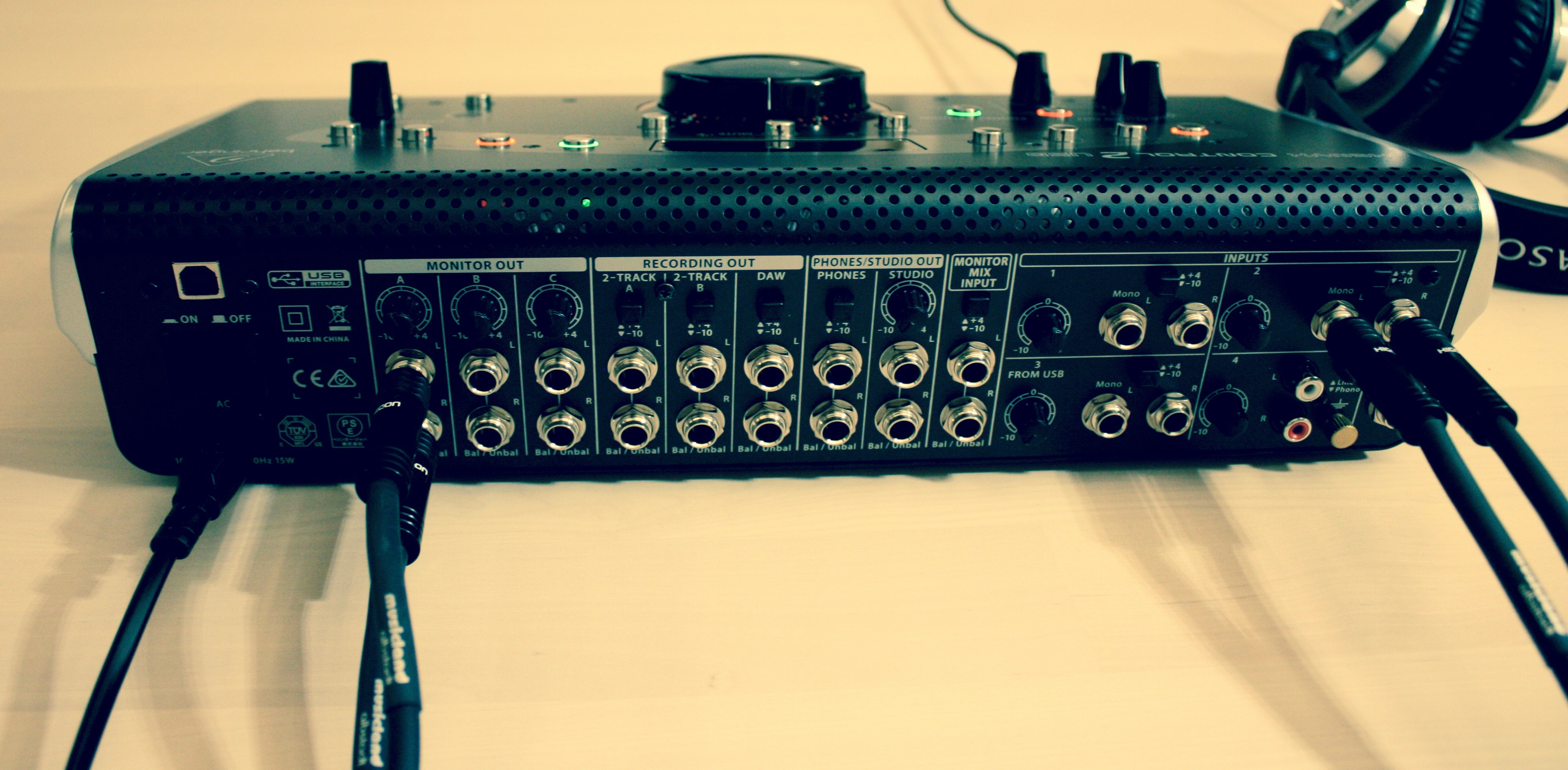Behringer Xenyx Control2USB_Rueckseite.jpg