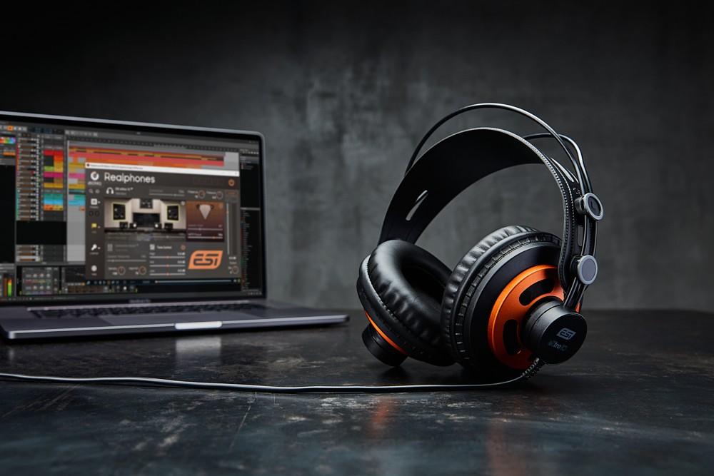 eXtra_10 _modeling headphones_small.jpg