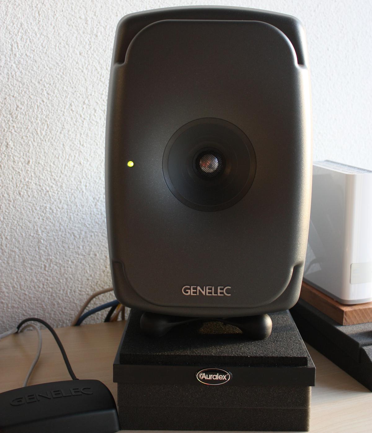 Genelec 8341A mit GLM Kit.png