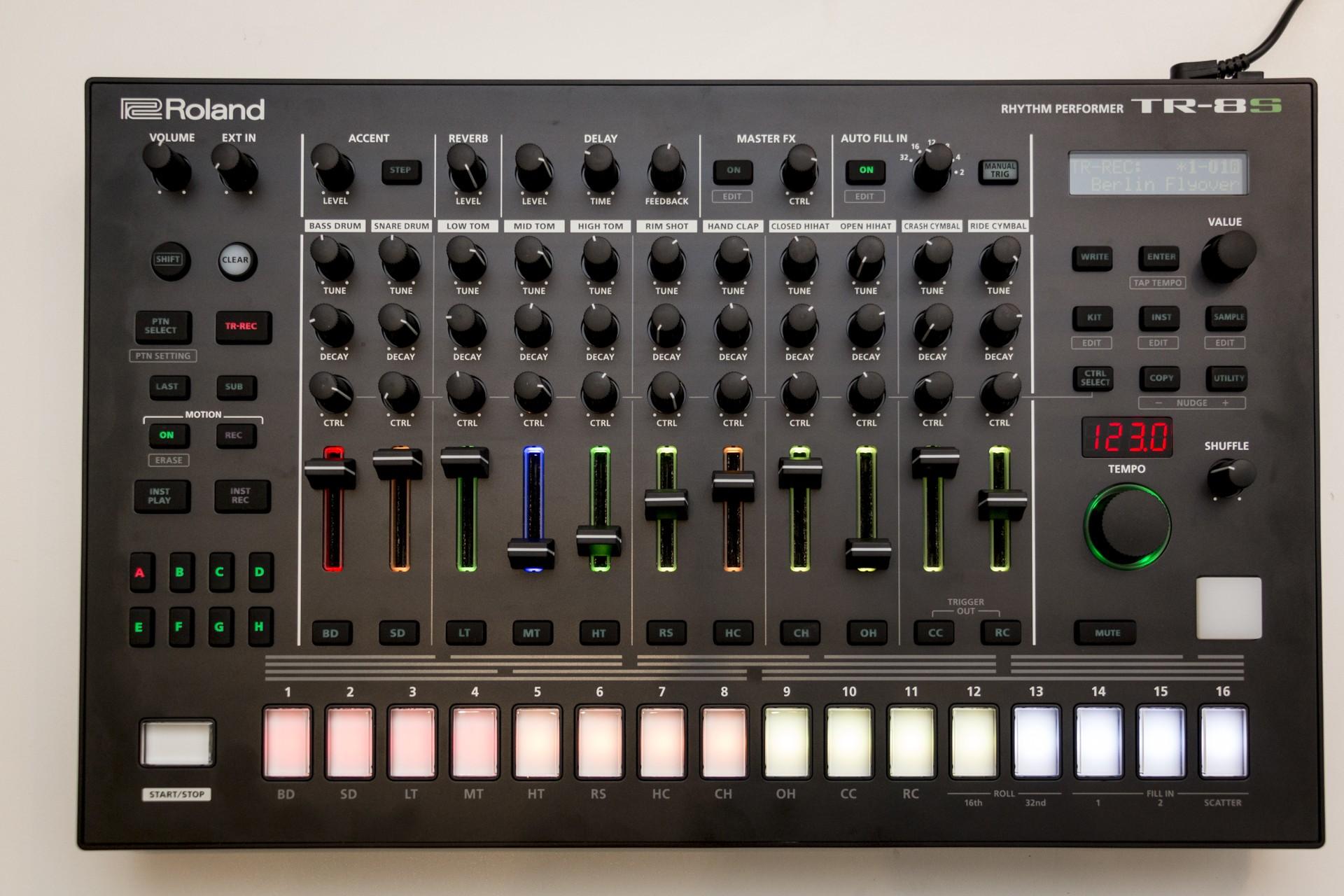 Roland-TR8S-001.jpg