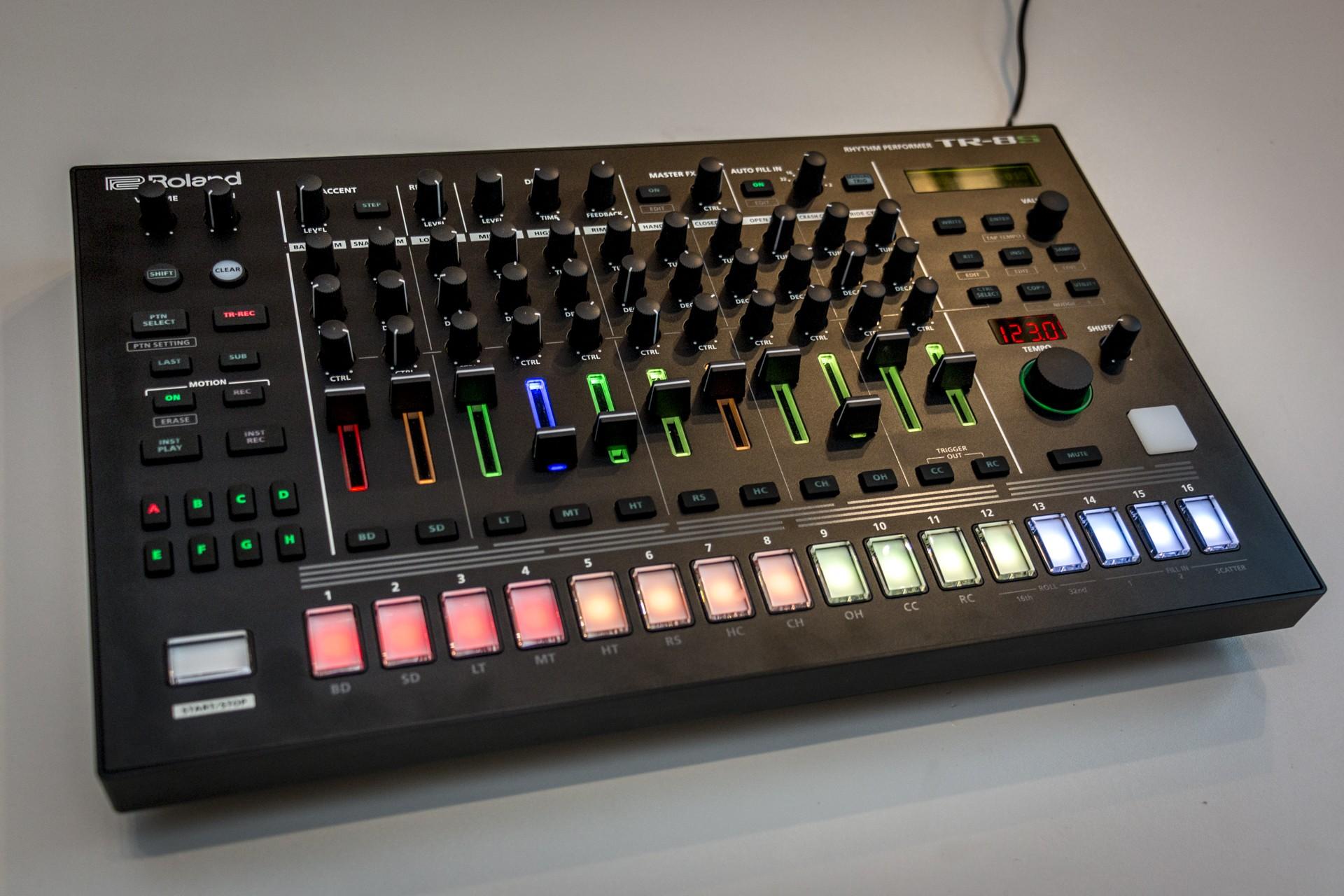 Roland-TR8S-002.jpg