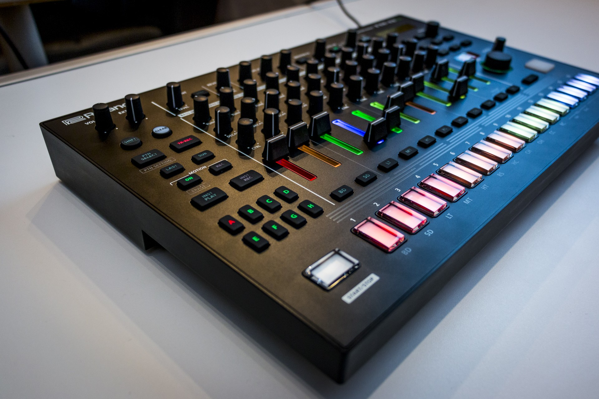 Roland-TR8S-003.jpg