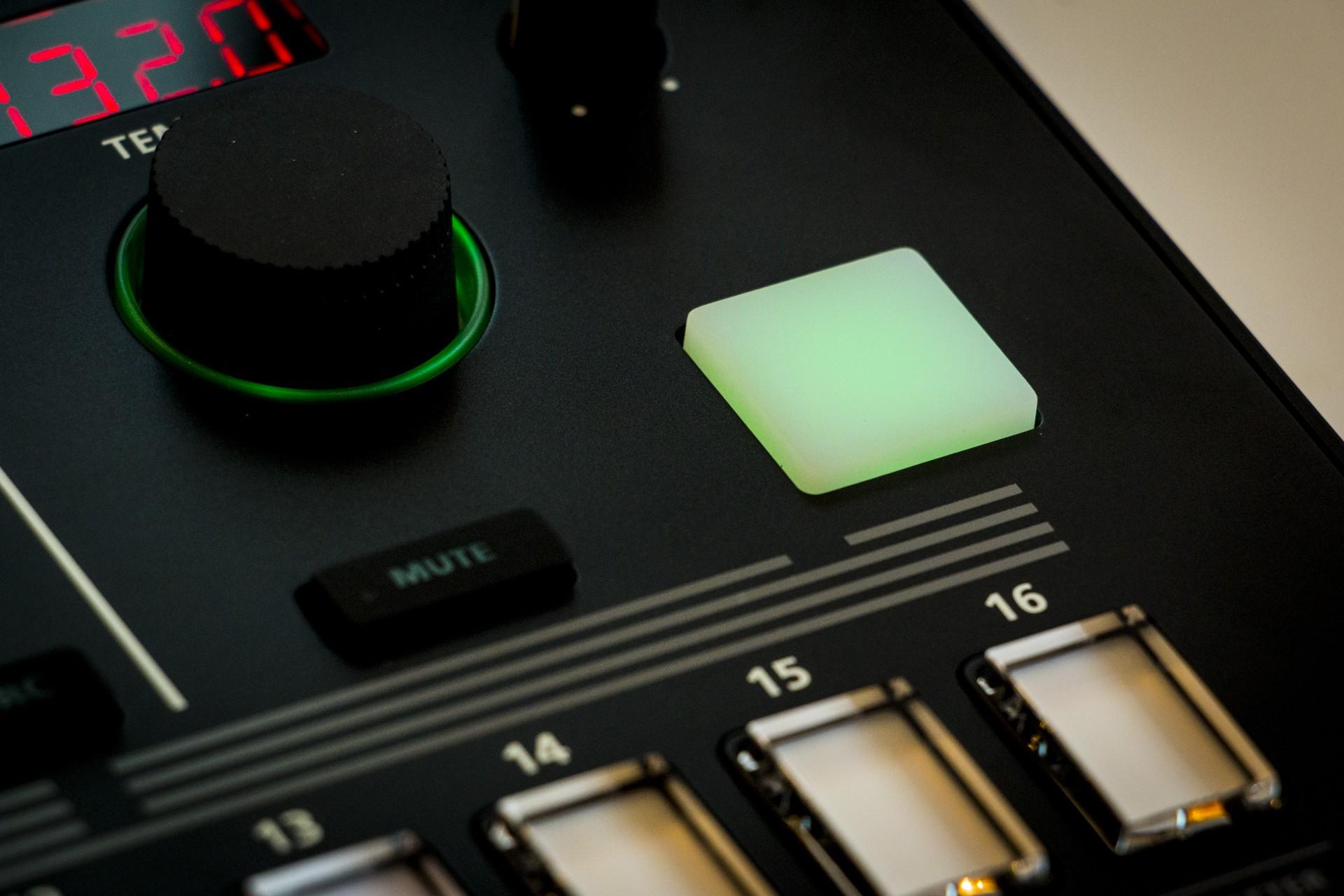Roland-TR8S-010.jpg