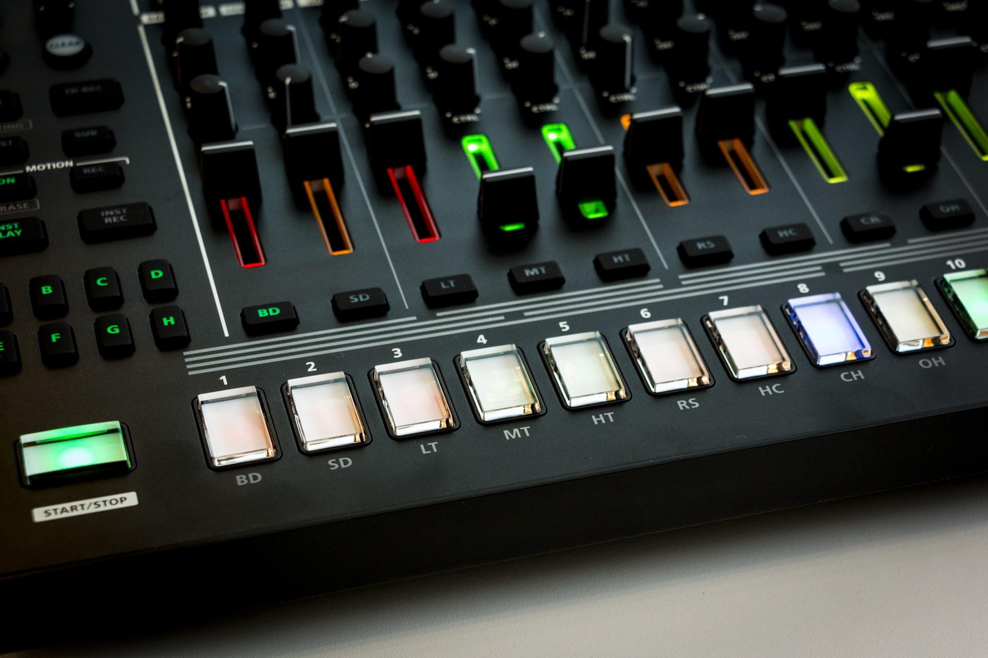 Roland-TR8S-011.jpg
