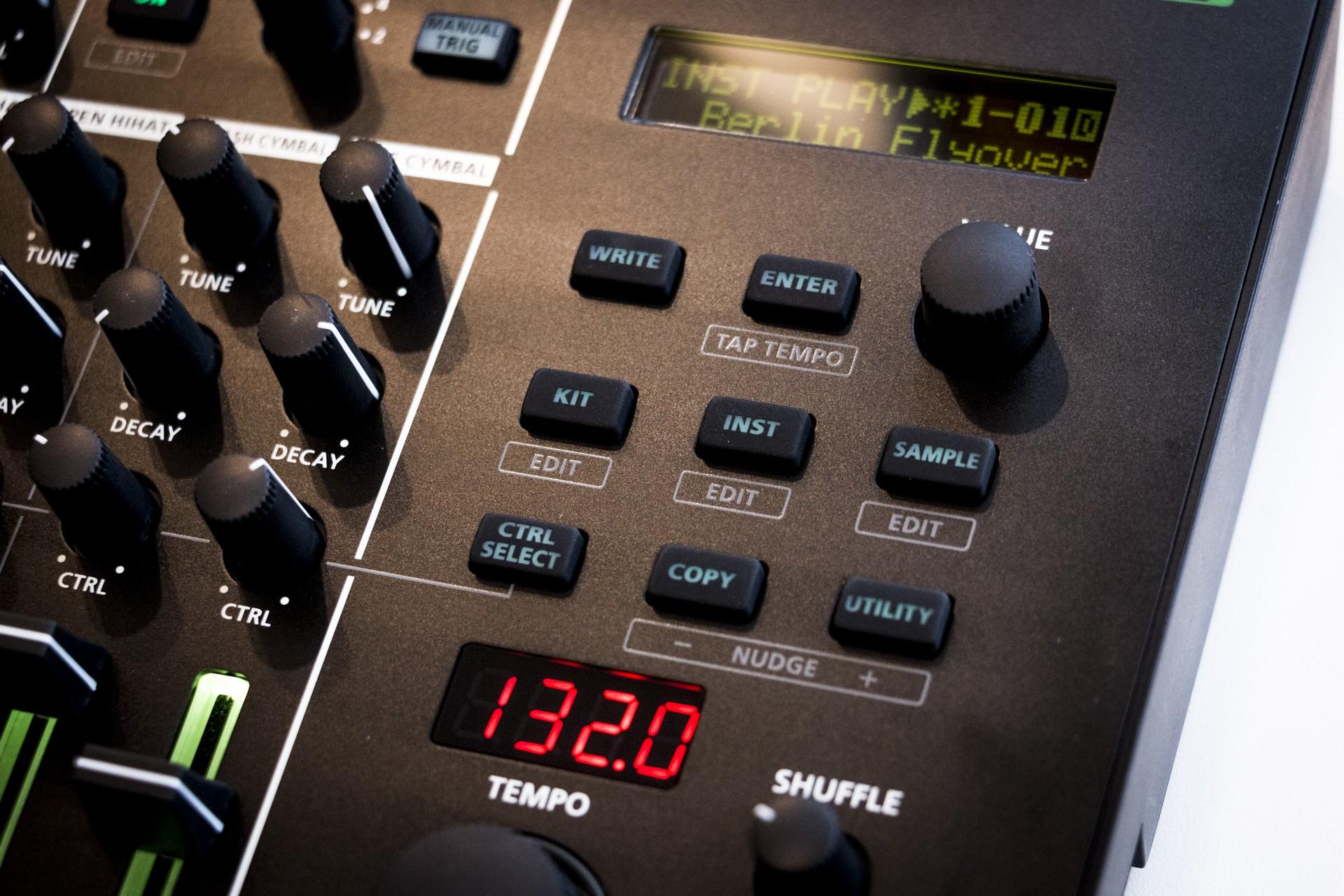 Roland-TR8S-013.jpg