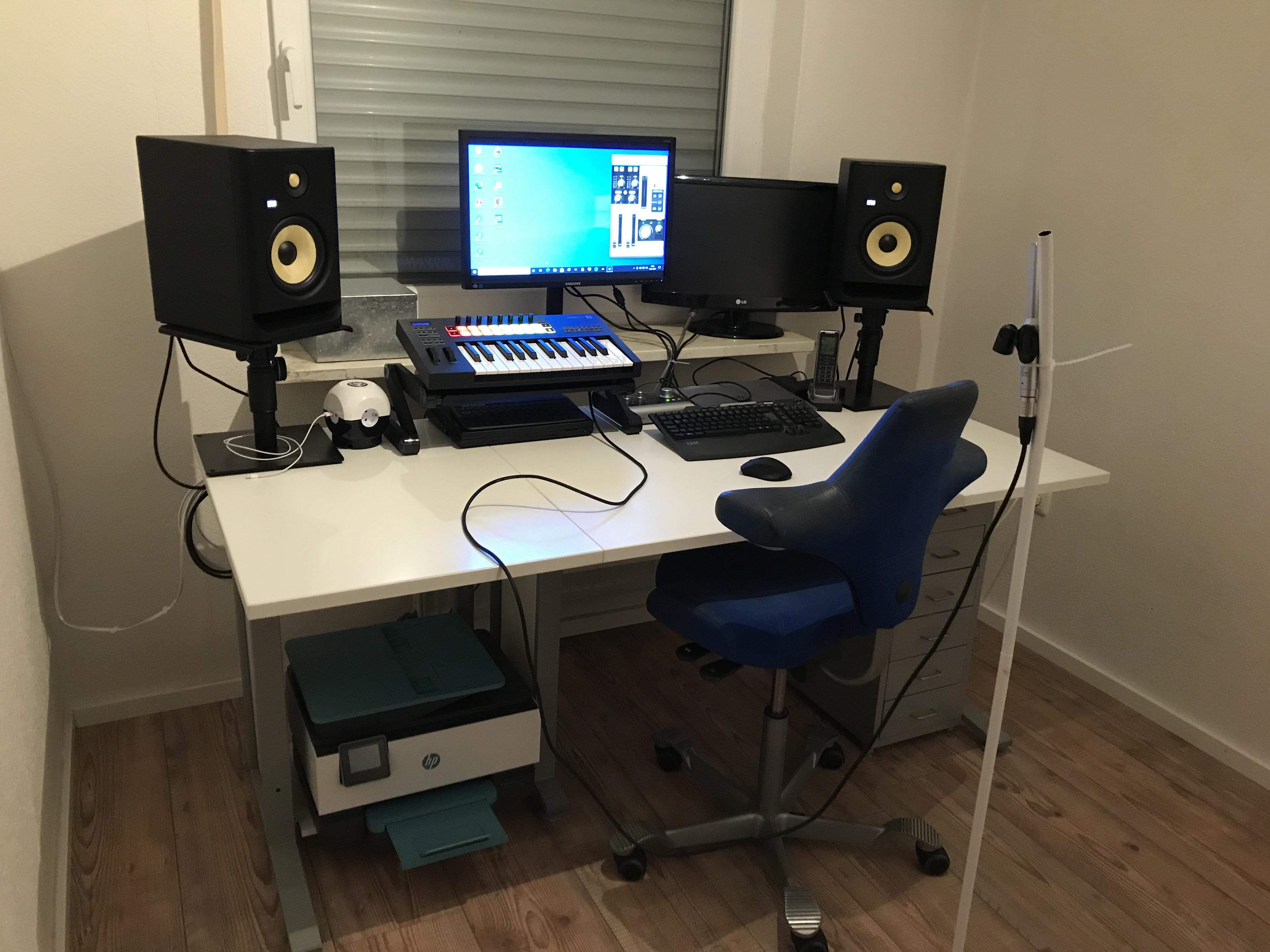 Schreibtisch nach Umbau.jpg