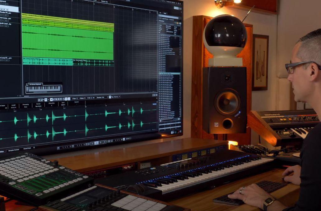 Studio BIG SCREEN .JPG