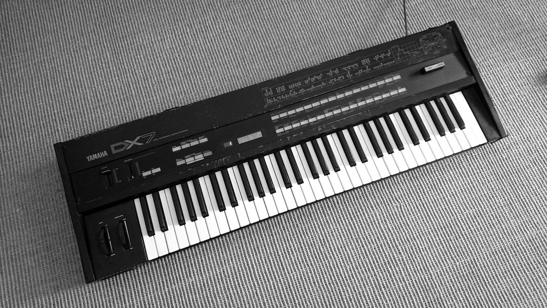 Yamaha DX7 sw Totale.jpg